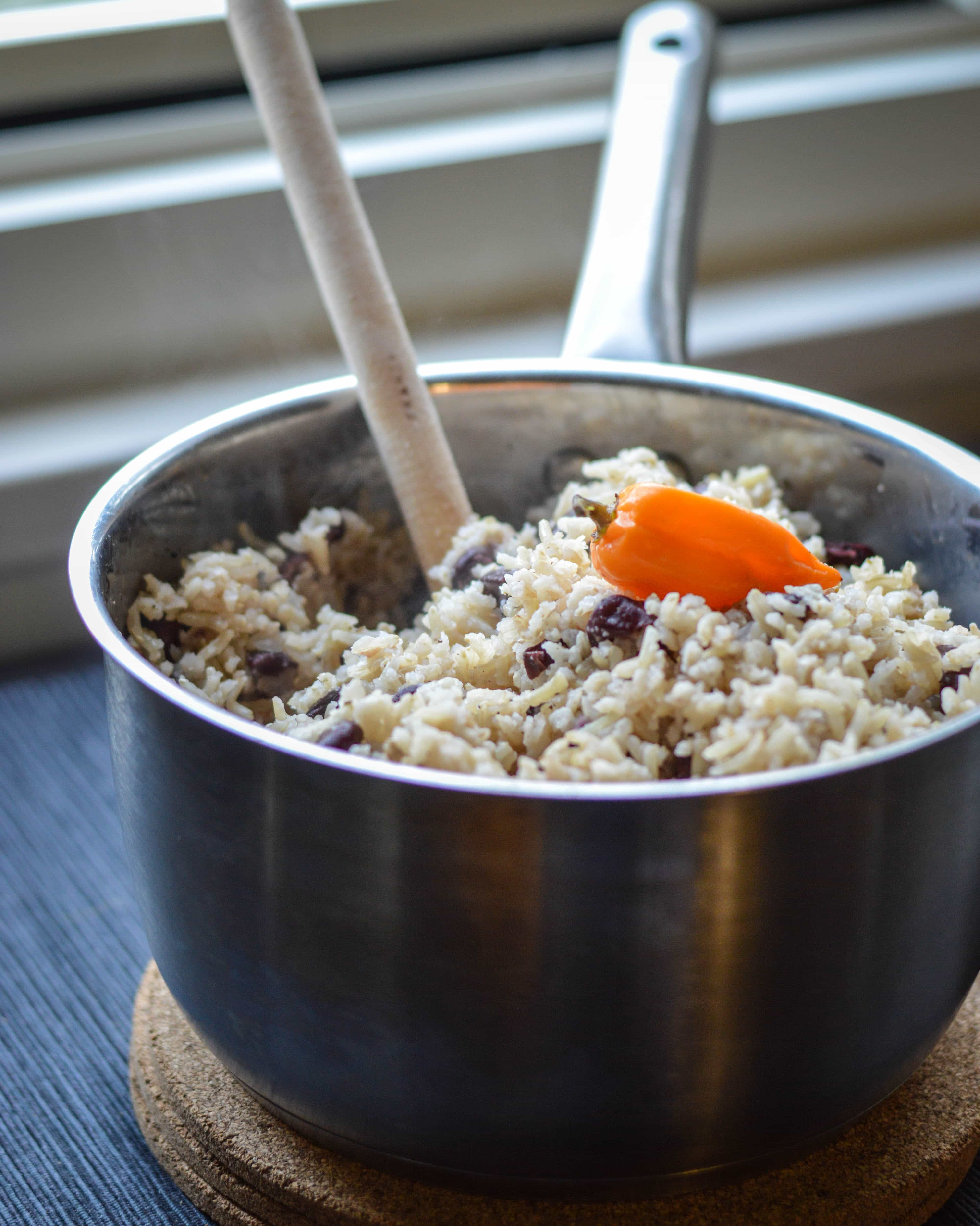 cooking rice and peas jamaican style Gungo peas and rice is a variation of traditional rice and peas however, instead of kidney beans, gungo peas (also called pigeon peas) are used.