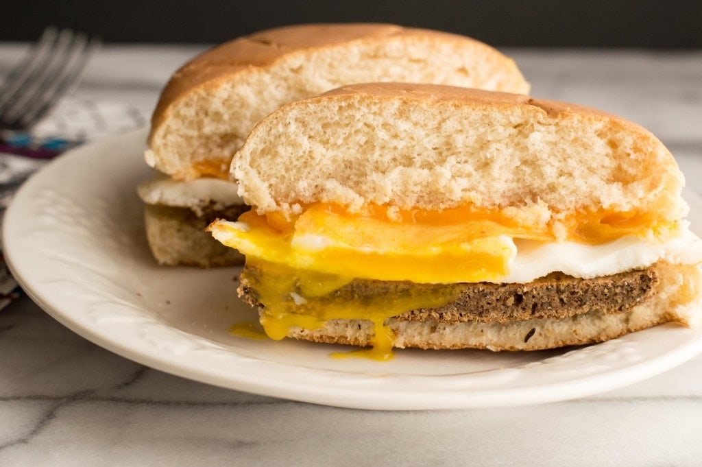 neat vegetarian meat breakfast sandwich cut in half