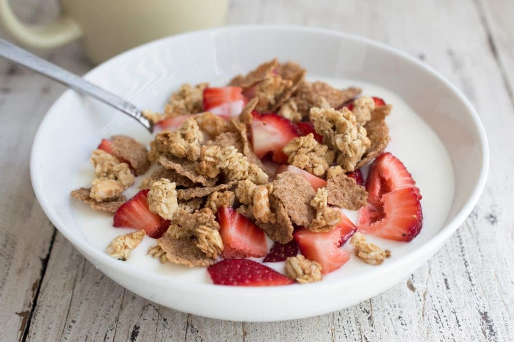 strawberry-breakfast-bowl